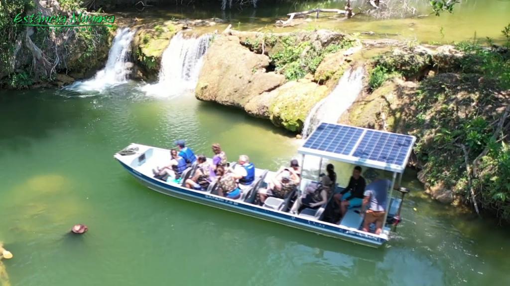 Barco Movido a energia solar / Foto: Estância Mimosa