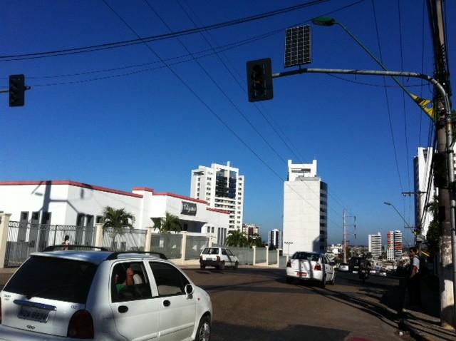 Semáforo com energia solar em Natal / Foto: Reprodução.